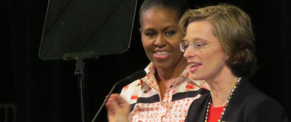 La primera dama Michelle Obama junto a la candidata demócrata al senado federal por Georgia, Michelle Nunn.