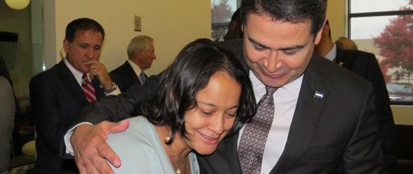 Alba Aguilar de Taulabé, Co- mayagua, quien reside en Atlanta, fue una de las pocas hondureñas de la comunidad que pudo estar cerca a su presidente.