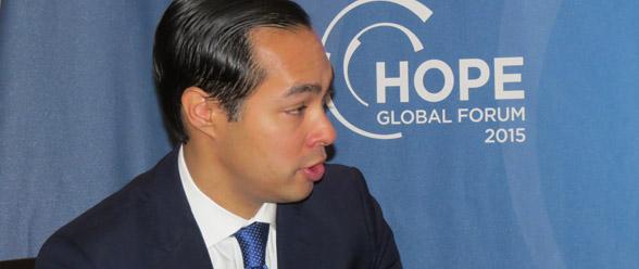 El Secretario de Vivienda y Desarrollo Urbano de Estados Unidos—HUD-- Julián Castro, cuando hablaba para El Nuevo Georgia.