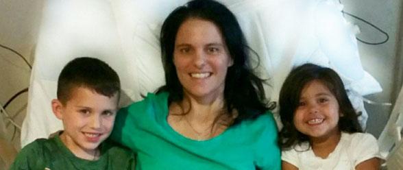 Cindy Martínez, el día que pudo volver a sus dos niños, luego de debatirse entre la vida y la muerte.