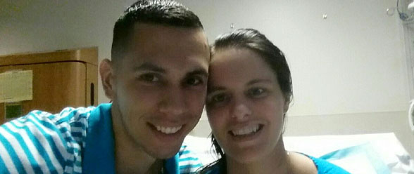 El oficial David martínez junto a su esposa Cindy