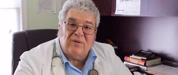Doctor Adolfo Molina, director médico del Consultorio Médico Hispano
