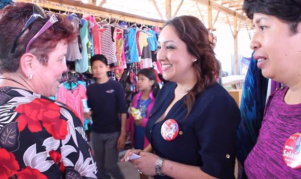 María Salaices, habla con María Jiménez, una latina registrada para votar en Dalton