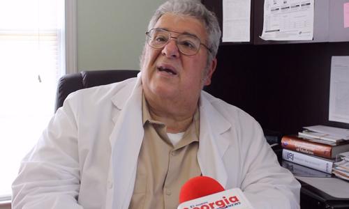 Doctor Adolfo Molina, director del Consultorio Médico Hispano.