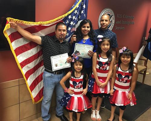 Las campañas de naturalización se han intensificado, y eso ha hecho que más latinos se conviertan en ciudadanos.