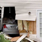 Joven de 17 años entró a una vivienda con el vehículo que conducía