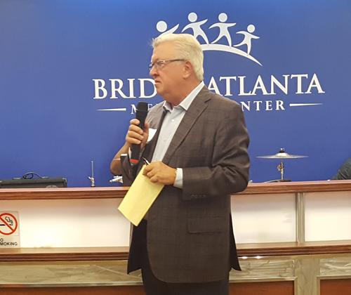 El doctor LeRoy Graham, presidente de la junta directiva del Centro Médico El Puente.