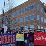 Jueces de inmigración de Atlanta acusados de intimidar a niños y víctimas de crímenes que piden asilo